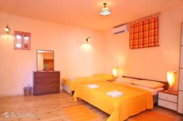 Split, Bedroom in the room.