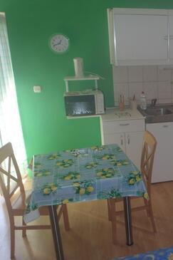Zablaće, Jídelna v ubytování typu studio-apartment, domácí mazlíčci povoleni a WiFi.