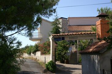 Zablaće, Šibenik, Obiekt 4251 - Apartamenty przy morzu ze żwirową plażą.