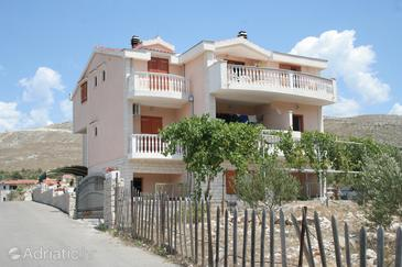 Grebaštica, Šibenik, Property 4258 - Apartments with pebble beach.
