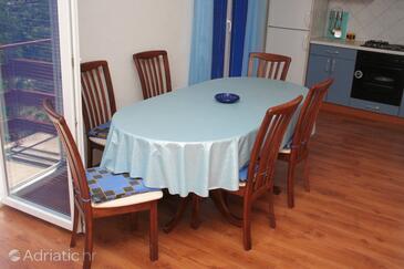 Grebaštica, Dining room in the apartment, dostupna klima i WIFI.