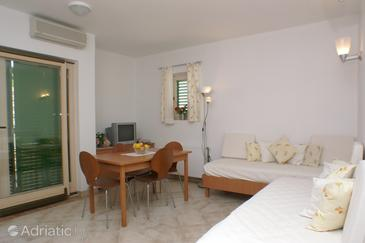 Ražanj, Jedilnica v nastanitvi vrste apartment, dostopna klima in WiFi.