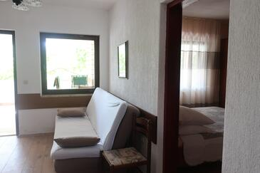 Kanica, Living room in the apartment, air condition available and WiFi.