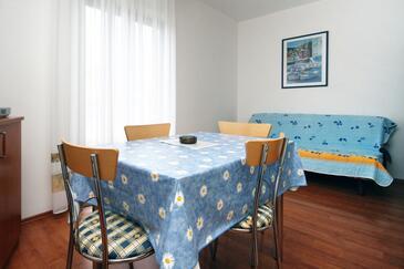Vantačići, Jídelna v ubytování typu apartment, WiFi.