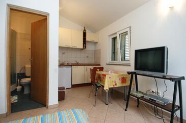 Vantačići, Jídelna v ubytování typu studio-apartment, WiFi.