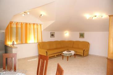 Supetar, Obývací pokoj v ubytování typu apartment, s klimatizací, domácí mazlíčci povoleni a WiFi.