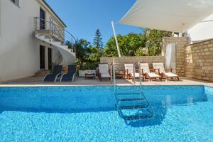 Apartmani uz more s bazenom Seget Vranjica (Trogir) - 4284
