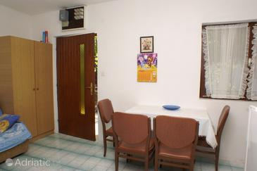 Seget Vranjica, Dining room in the apartment.