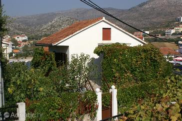 Seget Vranjica, Trogir, Объект 4285 - Апартаменты вблизи моря с галечным пляжем.