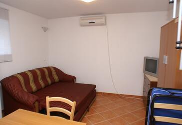 Slatine, Pokój dzienny 1 w zakwaterowaniu typu apartment, air condition available.