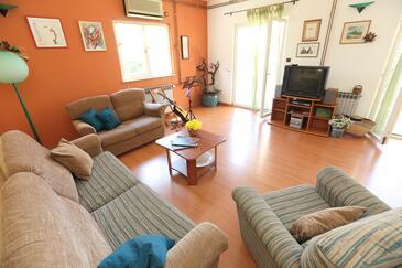 Okrug Gornji, Pokój dzienny w zakwaterowaniu typu house, dostupna klima, dopusteni kucni ljubimci i WIFI.
