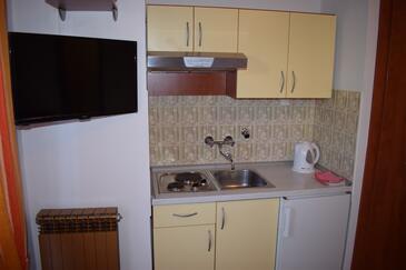 Sveti Filip i Jakov, Kuchnia w zakwaterowaniu typu studio-apartment, dostupna klima i WIFI.