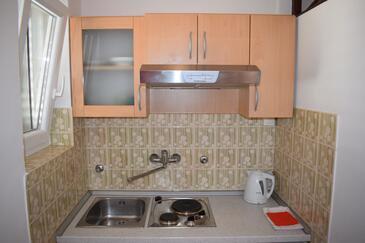 Sveti Filip i Jakov, Kitchen in the studio-apartment, dostupna klima i WIFI.