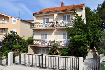 Biograd na Moru, Biograd, Obiekt 4301 - Apartamenty ze żwirową plażą.