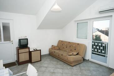 Biograd na Moru, Pokój dzienny w zakwaterowaniu typu apartment, dostupna klima, dopusteni kucni ljubimci i WIFI.