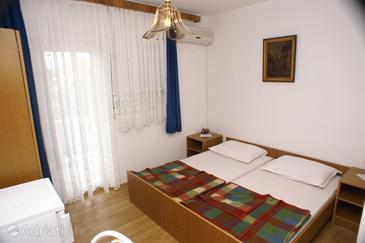 Biograd na Moru, Bedroom in the room, dostupna klima i WIFI.