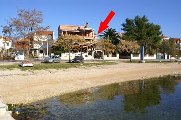 Turanj, Biograd, Obiekt 4306 - Apartamenty przy morzu ze żwirową plażą.