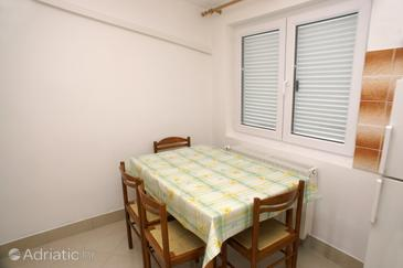 Tisno, Dining room in the apartment.
