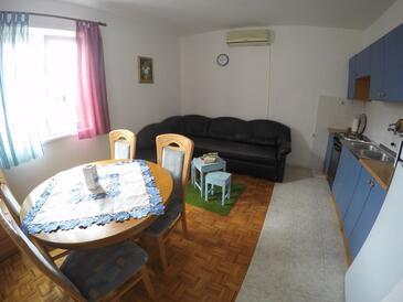 Biograd na Moru, Jídelna v ubytování typu apartment, s klimatizací a WiFi.