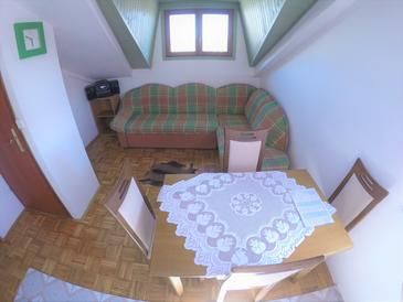 Biograd na Moru, Dining room in the apartment, dostupna klima.