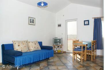 Vlašići, Living room in the apartment, dostupna klima.