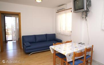 Okrug Gornji, Jídelna v ubytování typu apartment, s klimatizací a WiFi.