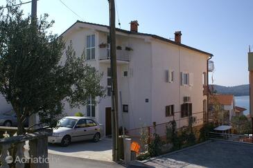 Okrug Gornji, Čiovo, Objekt 4321 - Ubytování s oblázkovou pláží.