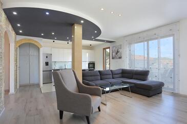 Mastrinka, Dnevni boravak u smještaju tipa apartment, dostupna klima, kućni ljubimci dozvoljeni i WiFi.