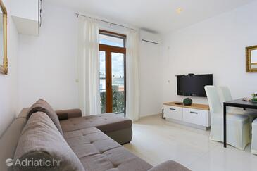 Mastrinka, Living room in the apartment, air condition available, (pet friendly) and WiFi.