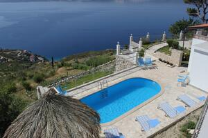 Family friendly house with a swimming pool Lokva Rogoznica, Omis - 4328