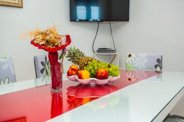 Lokva Rogoznica, Jídelna v ubytování typu house, s klimatizací a WiFi.