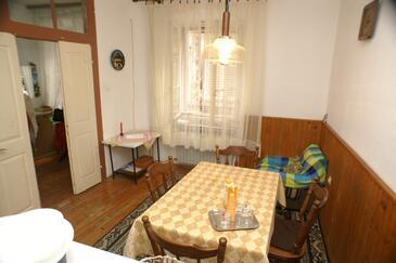 Korčula, Jadalnia w zakwaterowaniu typu house.