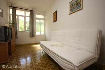 Račišće, Living room in the apartment, dostupna klima i WIFI.
