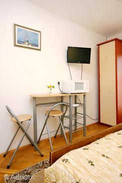 Račišće, Dining room in the studio-apartment, air condition available and WiFi.