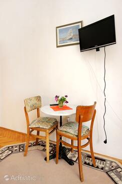 Račišće, Столовая в размещении типа studio-apartment, доступный кондиционер и WiFi.