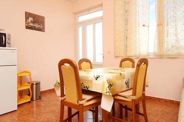 Račišće, Jedáleň v ubytovacej jednotke apartment, dostupna klima i WIFI.