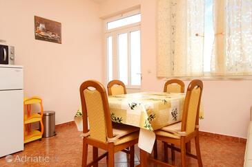 Račišće, Столовая в размещении типа apartment, доступный кондиционер и WiFi.