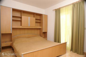 Lumbarda, Bedroom in the room.