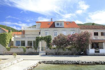 Kneža, Korčula, Property 4355 - Apartments near sea with pebble beach.