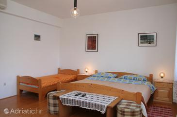 Korčula, Bedroom in the room, air condition available, (pet friendly) and WiFi.