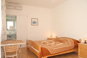 Korčula, Spalnica v nastanitvi vrste room, dostopna klima, Hišni ljubljenčki dovoljeni in WiFi.