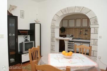 Lumbarda, Dining room in the apartment.