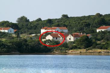 Veli Rat, Dugi otok, Objekt 436 - Apartmani blizu mora sa kamenitom plažom.