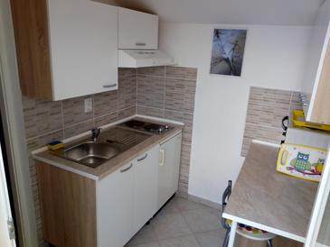 Račišće, Kitchen in the studio-apartment, (pet friendly) and WiFi.
