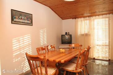 Račišće, Dining room in the apartment, dopusteni kucni ljubimci i WIFI.