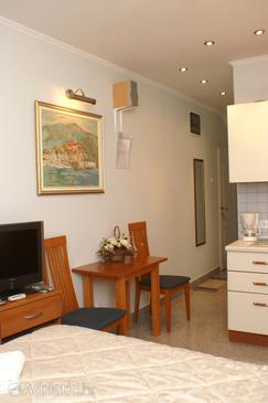Korčula, Dining room in the studio-apartment, dopusteni kucni ljubimci.
