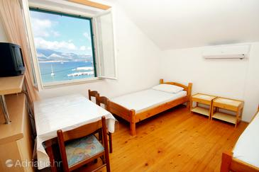 Lumbarda, Eetkamer in the apartment, air condition available, (pet friendly) en WiFi.