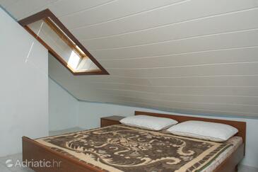 Račišće, Bedroom in the room.