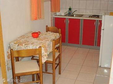 Lumbarda, Dining room in the studio-apartment, WIFI.