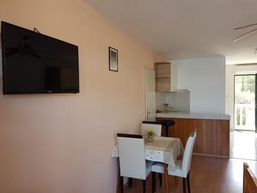Lumbarda, Jedáleň v ubytovacej jednotke studio-apartment.